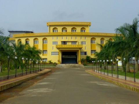 EMEA College of Arts and Science in Keralaq